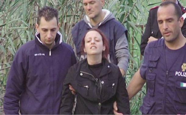 Bambino morto a Ragusa, il giallo delle fascette