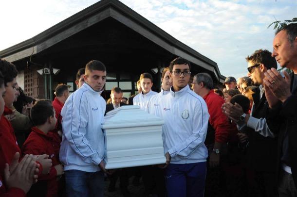 Folla di amici ai funerali di Federica foto proto