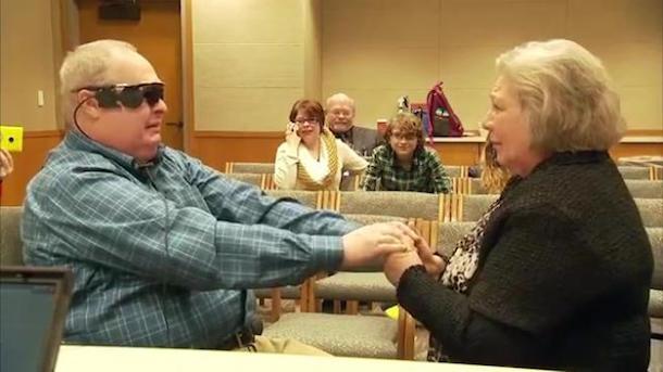 Occhi Bionici: un uomo cieco torna a vedere sua moglie dopo dieci anni