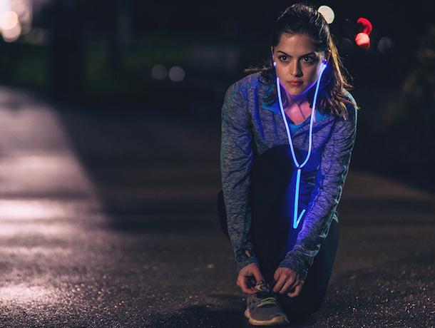 Glow: le prime cuffie con luce laser e sensori per il battito cardiaco