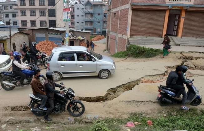 Nepal: le strade distrutte dal terremoto