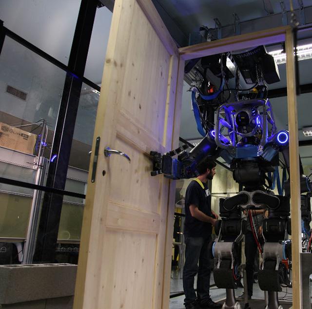 Walkman_DARPA_Robotics_Challenge