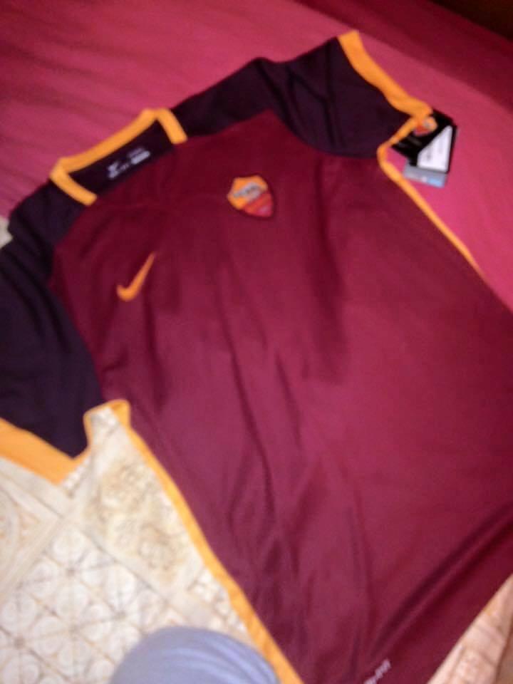 foto nuova maglia roma 2015