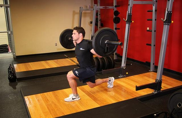 front-squat-quadriceps-anatomy-quads-quadricipiti-allenamento-gambe-squat-affondi-overpress-exerceo-affondi
