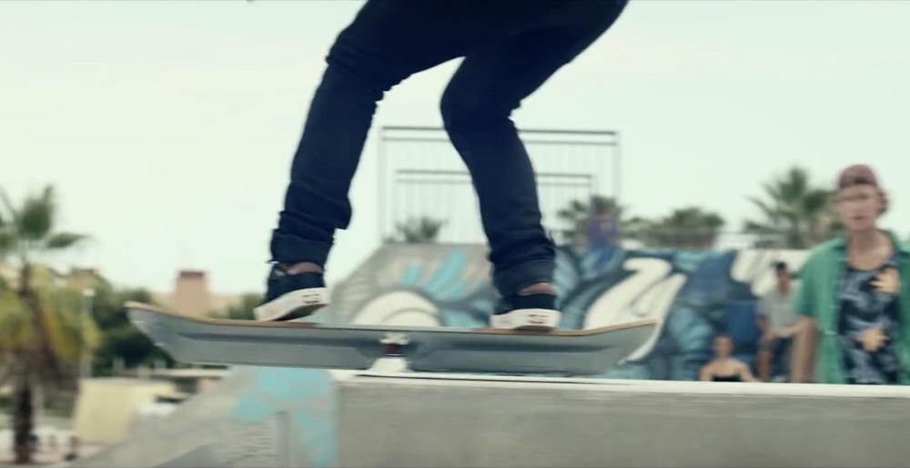 Slide: l'hoverboard di Lexus vola davvero. Test a Barcellona