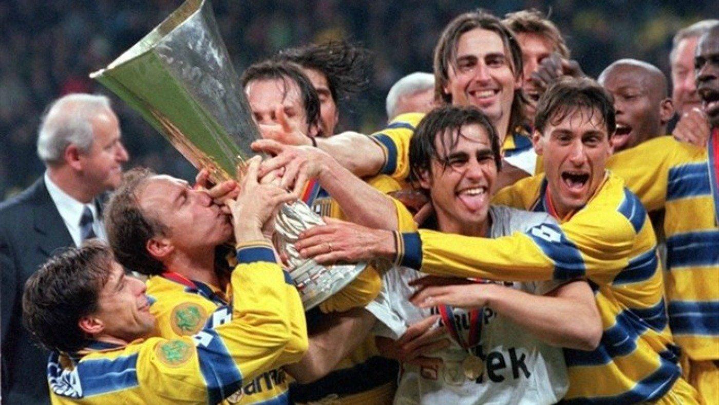 Il Parma vincitore della Coppa UEFA 1998/99.