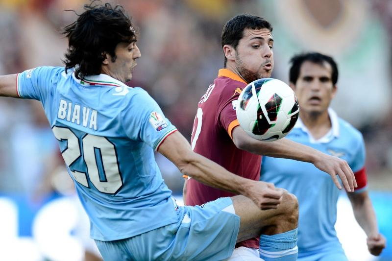 Destro in campo con la maglia della Roma.