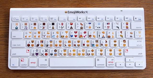 La Emoji Keyboard di EmojiWorks nella versione Pro con 120 simboli.