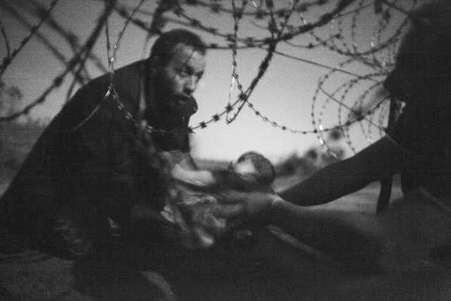 La foto vincitrice del World Press Photo of the Year 2016, scattata dal fotografo australiano Warren Richardson
