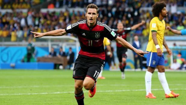 Klose supera Ronaldo come miglior marcatore della storia dei mondiali segnando proprio contro il Brasile.