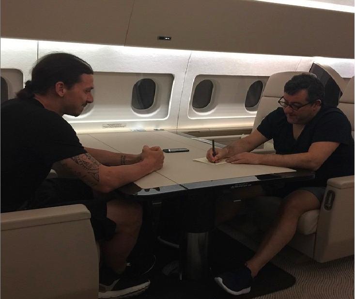 Ibrahimovic con il suo procuratore, Mino Raiola.