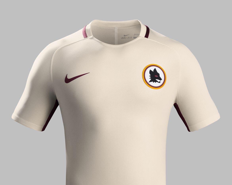 Roma: ufficiale la seconda maglia 2016-2017 con il lupetto di ...