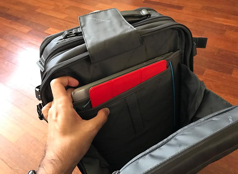 cartella-con-portabilita-a-zaino-signo-2-di-piquadro-porta-ipad-e-mac